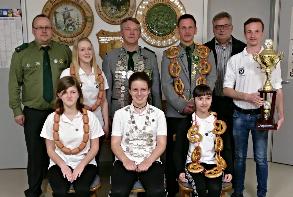 Unsere Schützen- und Jugendkönige mit Bogenkönig und 2.Bürgermeister Helmut Kronfeldner